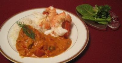 Ganze gekochte Languste mit Reis und Tomaten-Paprikasoße - Rezept