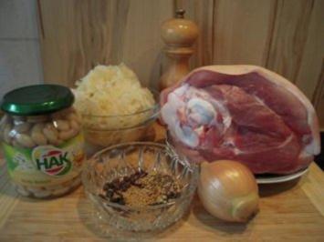 Eisbein mit Sauerkraut und weißen Bohnen - Rezept