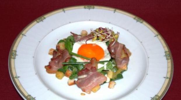 Feldsalat im Kartoffel-Speck-Dressing mit Spiegelei und einem Hauch Trüffelaroma - Rezept
