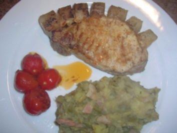Schweinerückensteak mit Schwarte an Bohnen-Kartoffelstampf - Rezept
