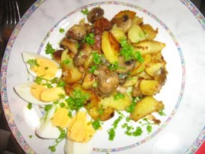 Bratkartoffeln mit Champignons und Ei - Rezept