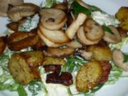 Salat mit Kräutersaitlingen und Bratkartoffeln - Rezept