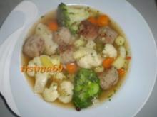 Feine Gemüsesuppe mit Hackklößchen - Rezept