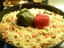 gefüllte Paprika im Spagettibett - Rezept