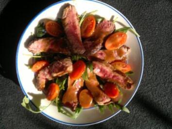 Steakstreifen auf Ruccola-Tomatensalat - Rezept - Bild Nr. 5