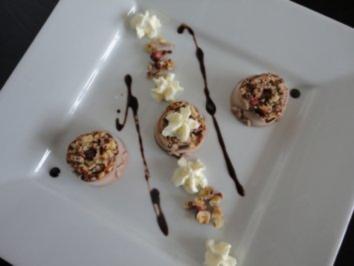 Rezept: Haselnuß Eis mit  Knusper Nüßchen
