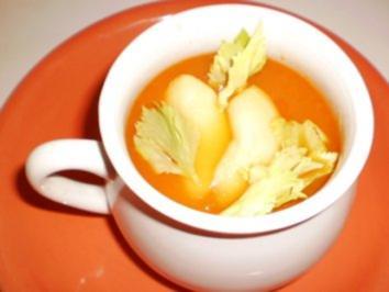 Möhrensuppe mit Apfel & Sellerie - Rezept