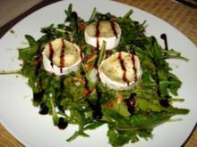 Rucola-Salat mit gratiniertem Ziegenkäse - Rezept