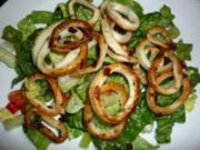 Gebratene Tintenfischringe im Salatbett - Rezept