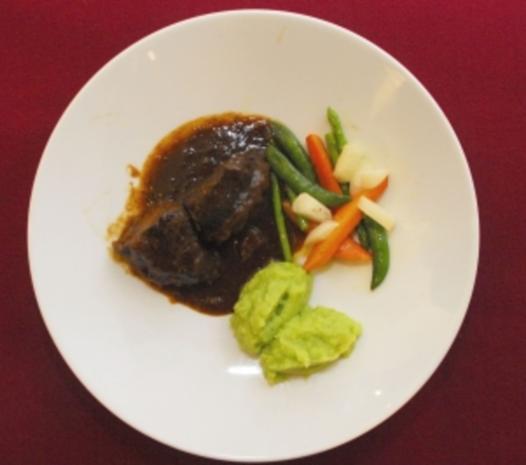 Rinderbäckchen mit Kartoffel-Lauch-Püree (Michaela May) - Rezept