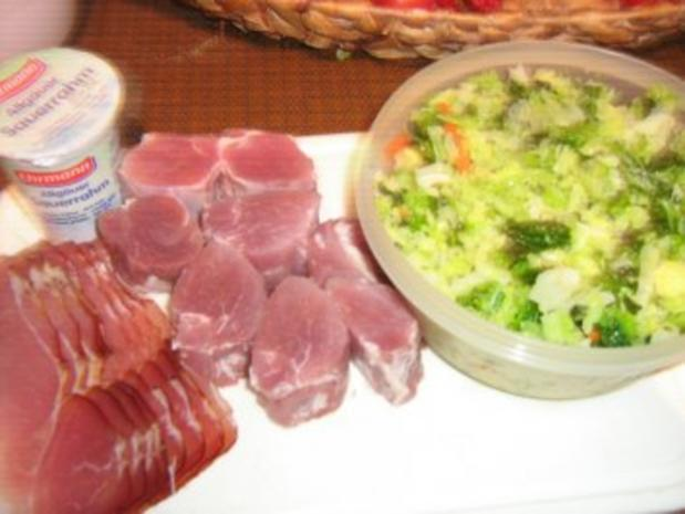 Schweinemedaillons im Speckmantel im  Wirsingbett überbacken - Rezept - Bild Nr. 2
