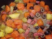 -Hauptmahlzeit- Eintopf mit Möhren, Stangensellerie und Oliven - Rezept