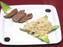 Risotto mit Rinderfiletstreifen, dazu Erbsen und Artischocken - Rezept