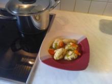 Grießklößchensuppe mit Gemüse, pikant - Rezept