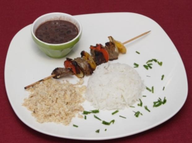 Fleischspieße mit schwarzen Bohnen, Farofa und Reis à la Brasil (Jana Ina) - Rezept