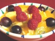 Frischer Obstsalat mit Mandeln und Orangenlikör - Rezept