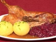Resche Ente mit Blaukraut und Knödel (Indira Weis) - Rezept