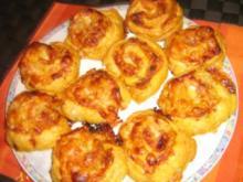 Blätterteig - Pizza - Schnecken pikant gefüllt - Rezept