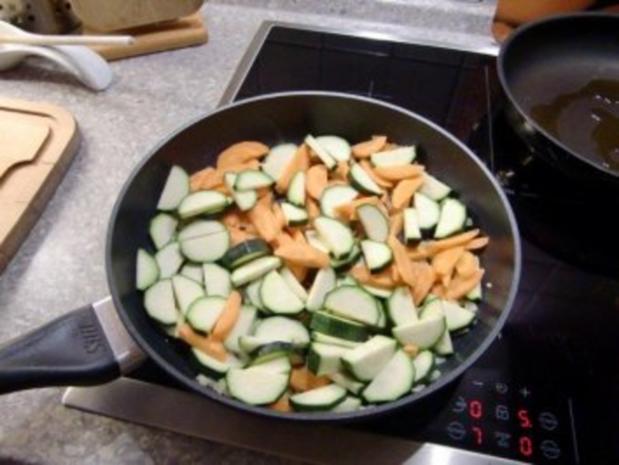 Putenschnitzel im Spaghetti Nest – Möhren und Zucchini Gemüse - Rezept - Bild Nr. 4