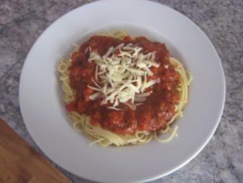 Spaghetti mit fruchtig-stückiger Tomatensoße - Rezept