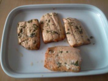 Gegrillter Lachs mit Zucchini-Avocado-Gemüse - Rezept