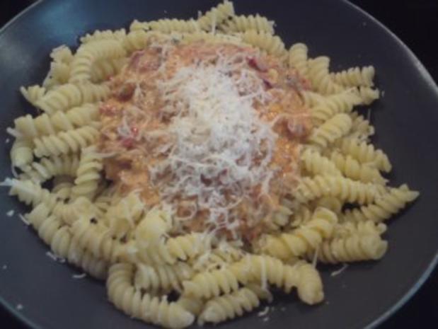 Paprika-Frischkäse-Soße auf Spirelli - Rezept - Bild Nr. 2