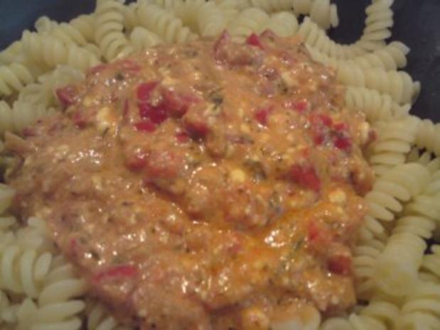 Paprika-Frischkäse-Soße auf Spirelli - Rezept