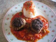 Paprikagemüse mit Frikadellen und Reis - Rezept
