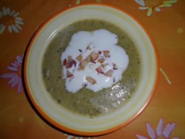 Zucchinsüppchen mit Apfel-Zwiebel-Schmelz - Rezept