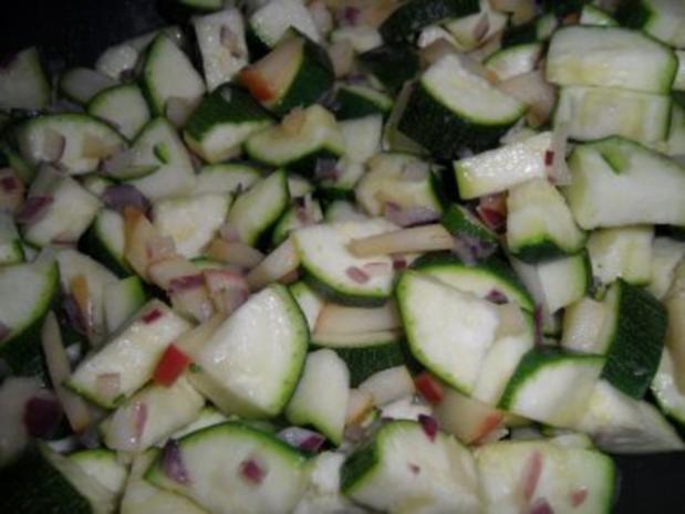 Zucchinsüppchen mit Apfel-Zwiebel-Schmelz - Rezept - Bild Nr. 6
