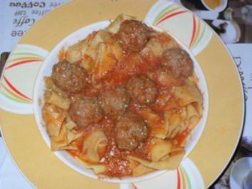 Fleischbällchen in Tomatensoße - Rezept