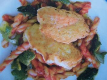 Käse-Lachs-Nuggets mit Tomaten-Pasta - Rezept