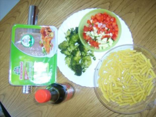 Resteverwertung die Zweite: Nudel-Gemüsepfanne mit Hähnchenfleisch - Rezept - Bild Nr. 2
