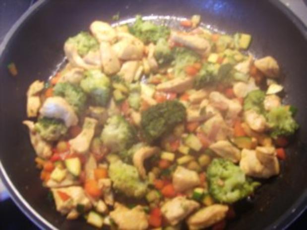 Resteverwertung die Zweite: Nudel-Gemüsepfanne mit Hähnchenfleisch - Rezept - Bild Nr. 5