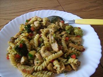 Resteverwertung die Zweite: Nudel-Gemüsepfanne mit Hähnchenfleisch - Rezept
