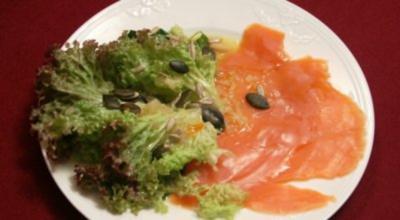 Lachs an Salat mit Orangen-Whisky-Vinaigrette - Fisherman's pride - Rezept