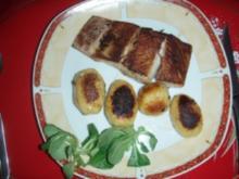 Gebackene Viktoriabarschfilet mit Bratkartoffeln und Salat - Rezept
