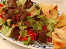 SalaRico mit Rindfleischstreifen und Knobibrot :-) - Rezept