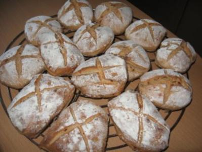 Vollkorn-Röstzwiebel-Brötchen - Rezept