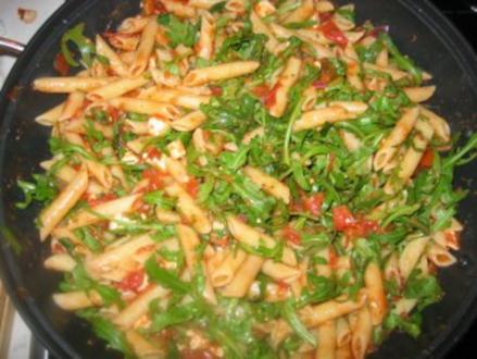 Tomaten-Rucola-Nudeln mit Schafskäse - Rezept