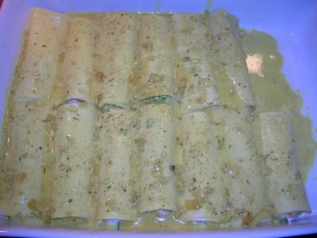 Meeresfrüchte-Cannelloni mit Safransoße, dazu italienischer Tomatensalat - Rezept - Bild Nr. 9