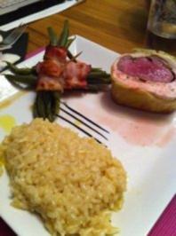 Rindsfilet im Hähnchen-Wirsing-Mantel, Bohnen im Speckröllchen und Weissweinrisotto - Rezept