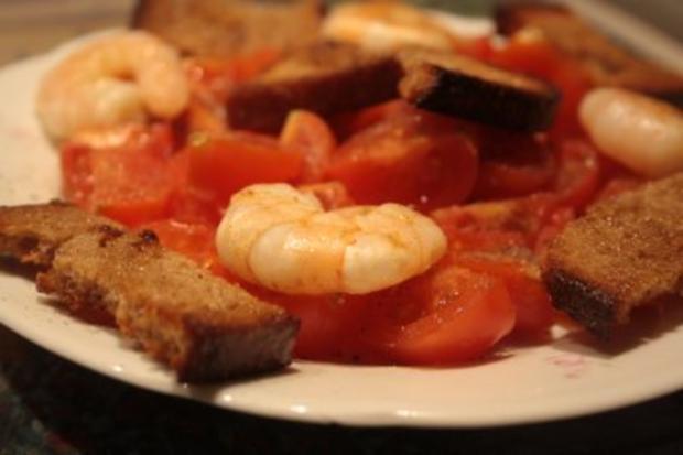 Tomaten-Garnelen-Teller mit Brotstreifen - Rezept