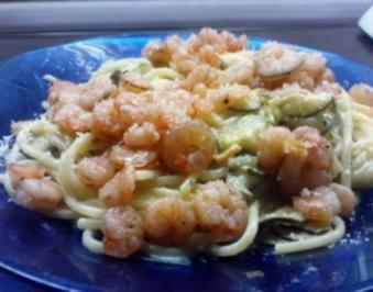 Nudeln in Senfsoße mit Zucchini und Shrimps - Rezept