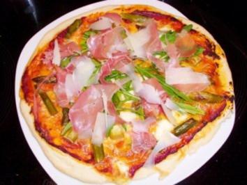 Pizza: Spargelpizza mit Tomaten-Hollandaise - Rezept