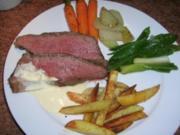 Roastbeef mit Bouillon-Gemüse, Kartoffelstäbchen und Zitronen Aioli - Rezept