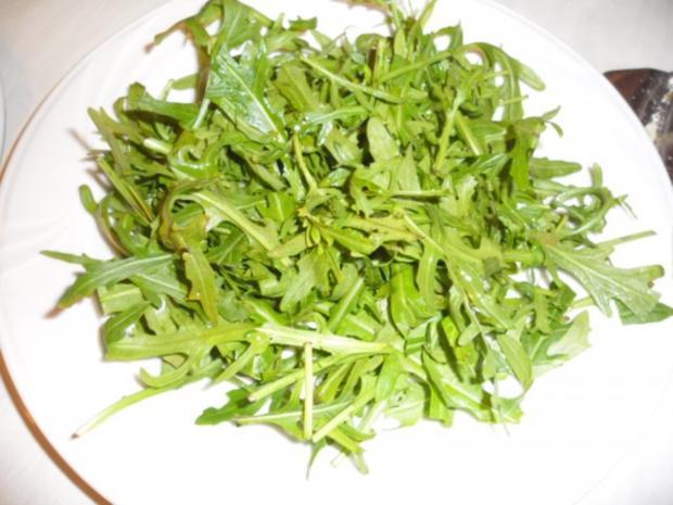 Halloumi gegrillt auf Rucola mit Gurken Tomaten - Rezept - Bild Nr. 3