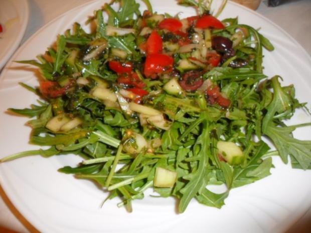 Halloumi gegrillt auf Rucola mit Gurken Tomaten - Rezept - Bild Nr. 5