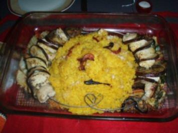 Geflügel - Fleischspiesse mit Safran - Gewürz - Reis und Salat - Rezept