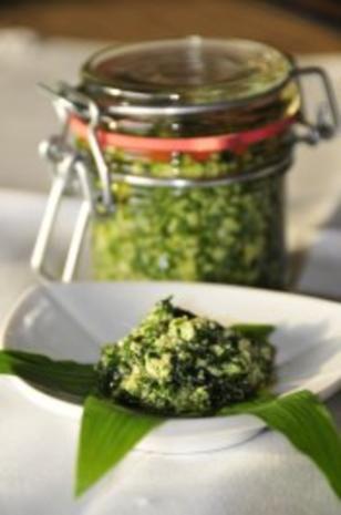 Bärlauchpesto mit Sesam, Sonnenblumenkernen und Parmesan - Rezept
